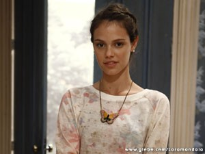 Laura Neiva é a bela e inocente Stela (Foto: Saramandaia/ TV Globo)