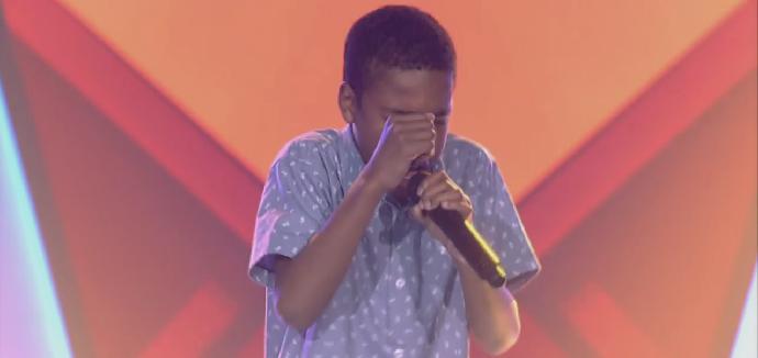 Que gingado! Ele arrasou cantando e dançando no palco do reality (Foto: Reprodução/Globo)