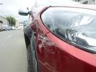 Criminosos fazem reféns em loja e batem carro na fuga, em Cariacica