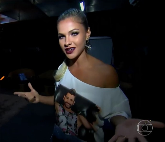 Andressa Suita mostra camarim de Gusttavo Lima (Foto: Vídeo Show / TV Globo)