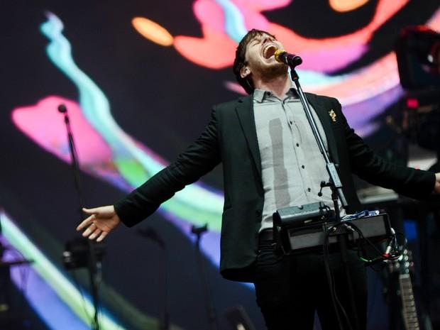 Mark Foster, vocalista do Foster the People, canta durante apresentação da banda no palco principal (Foto: Flavio Moraes/G1)