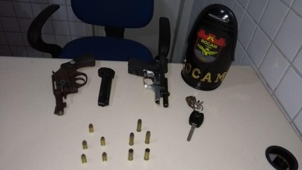 Armas foram apreendidas com os suspeitos em Caruaru (Foto: Divulgação/Polícia Militar)