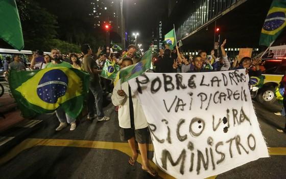 manifestação na avenida Paulista, no dia 16 de março. (Foto: Nelson Antoine / Framephoto / Agência O Globo)