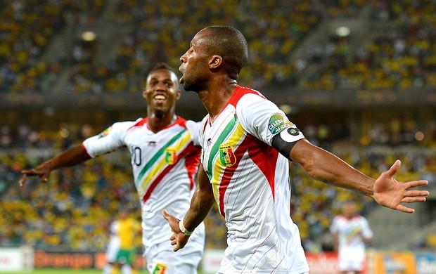 Seydou Keita comemora gol de Mali contra a África do Sul (Foto: AFP)