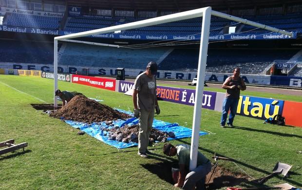 Traves do Olímpico são removidas para a Arena do Grêmio (Foto: Márcio Neves/Divulgação, Grêmio)