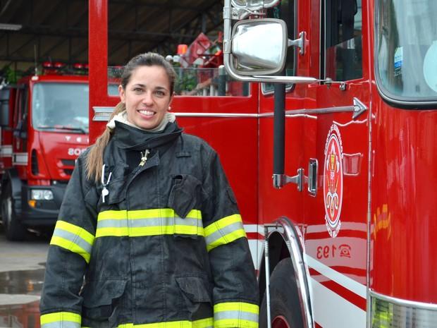Daniela Testa é a única mulher dentro do time de bombeiros de São Carlos (Foto: Carol Malandrino/G1)