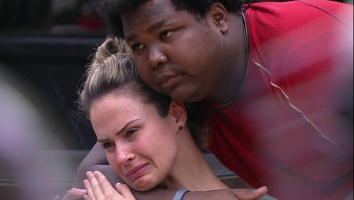 No BBB16, enquanto os demais brothers festavam na semana do Carnaval, Ana e Ronan enfrentavam o Paredão Falso (Foto: reprodução/Globo)