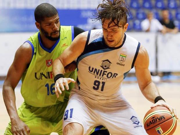 O basquete masculino da Unifor conquistou o vice-campeonato brasileiro da segunda divisão (Foto:  Agência JUBs)
