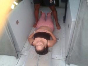 Jovem é resgatada após acidente na Ponte Rio-Niterói na manhã desta segunda (3) (Foto: Arquivo Pessoal / Alessandro de Souza)