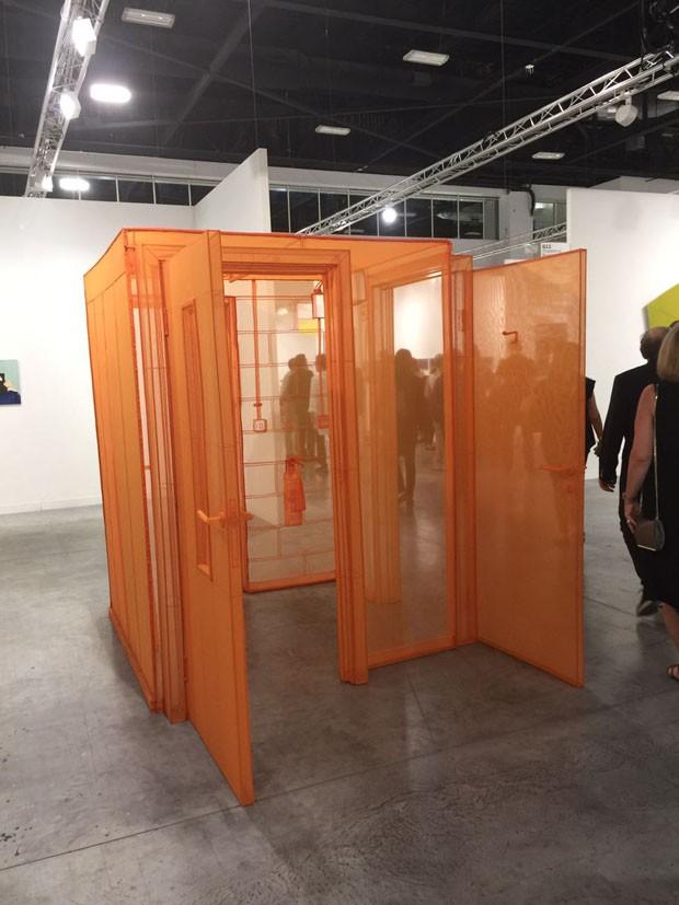 Adoro as obras do chinês Do Ho Suh, na galeria Victoria Miro. Arquiteturas em tecido transparente que nos fazem sonhar! (Foto: Taissa Buescu)