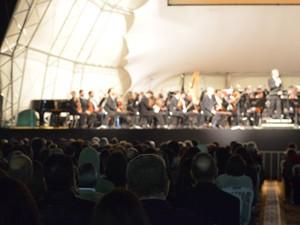 Plateia acompanha Filarmônica de Minas Gerais em Boa Esperança, MG (Foto: Samantha Silva / G1)