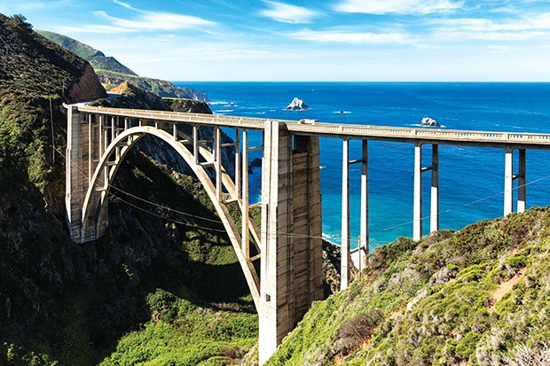 USA, California, Pacific Coast, National Scenic Byway, Big Sur, Bixby Creek Bridge, California State Route 1, Highway 1 (Foto: Getty Images/Westend61)