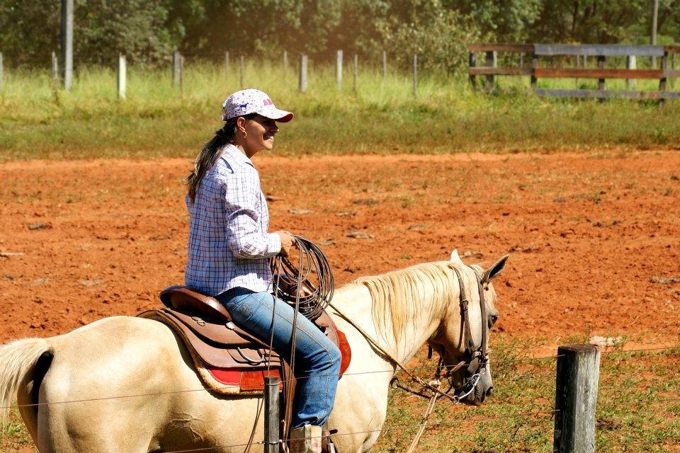 Camila se apaixonou por cavalos por influência das irmãs. (Foto: Divulgação / Arquivo Pessoal)