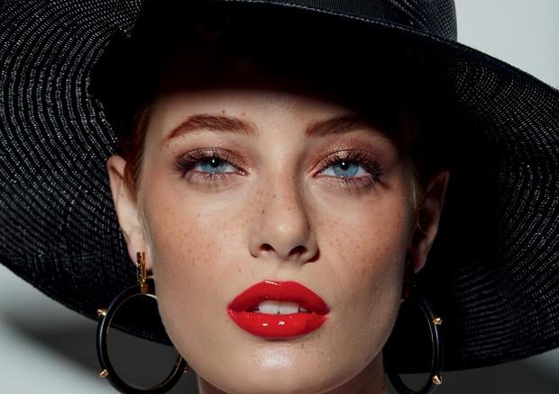 Lip oils hidratam e colorem  (Foto: Manuel Nogueira/Arquivo Vogue)