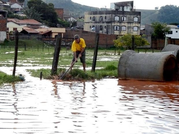 Chuva forte deixa vários pontos de alagamento em Itajubá (Foto: Luciano Lopes)