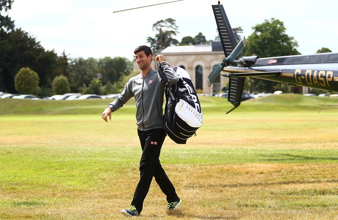 Djokovic chega de helicóptero em Boodles (Foto: Getty Images)