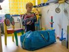 Brasileira engaja o filho de 5 anos na acolhida de refugiados na Alemanha