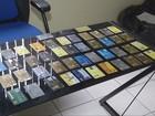 PRF prende homem com cerca de 50 cartões de crédito em veículo