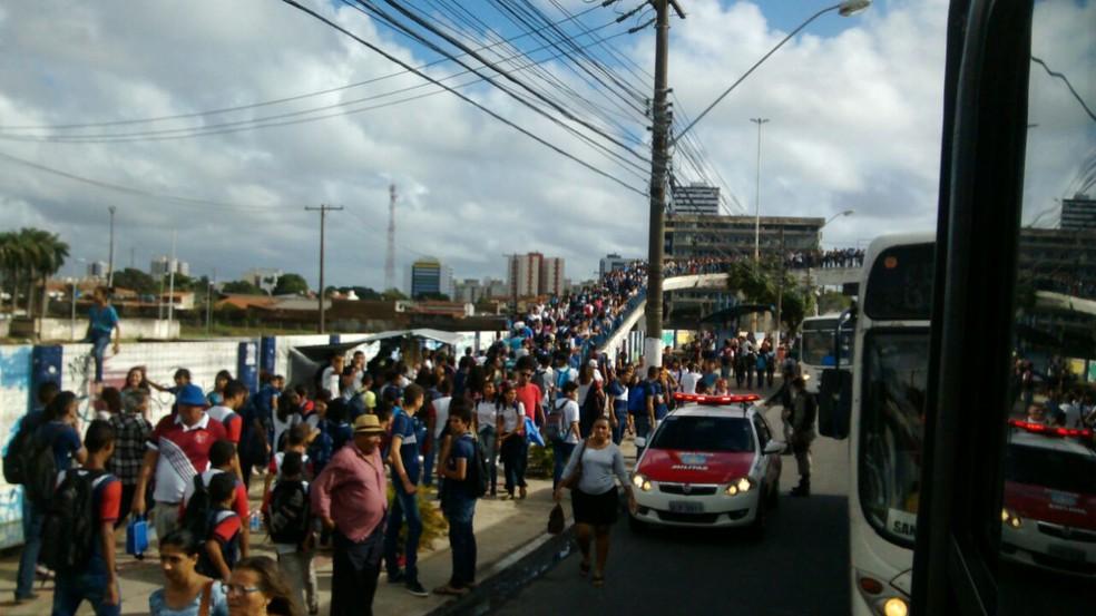 Protesto deixou o trânsito lento na avenida mas primeiras horas da manhã  (Foto: Arquivo Pessoal / Walsyneide Costa)
