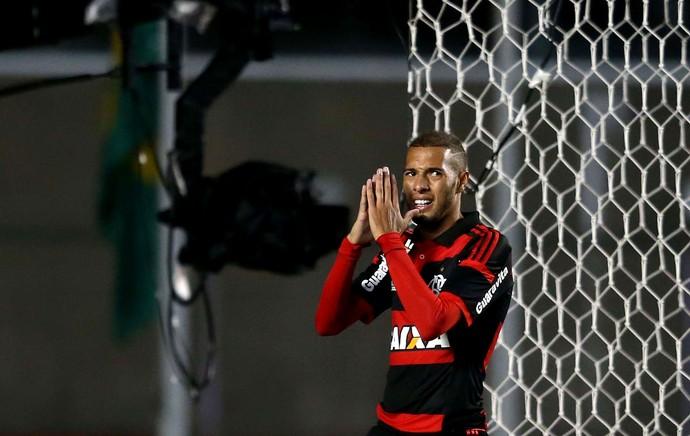 Paulinho Flamengo e santos Morumbi (Foto: Marcos Ribolli / Globoesporte.com)