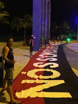 """Nós somos o Flamengo"", diz a faixa dos torcedores de Aracaju (Foto: Raphael Zarko)"