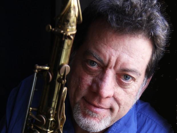 Leo Gandelman canta Tom Jobim, Pixinguinha e Cartela na sexta-feira (17) (Foto: Divulgação / Sesi Cultural)