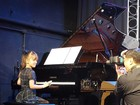 Rafaella Justus participa de apresentação de aula de música