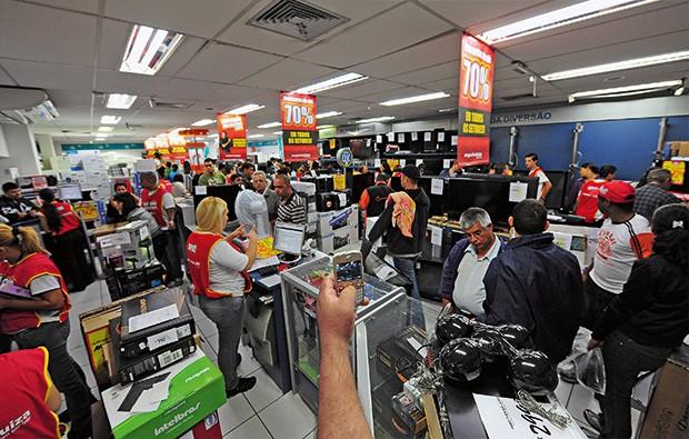 Empresa;Dotz;Aliados O Magazine Luiza (foto) é um parceiro nacional da Dotz. Em São Paulo, a empresa negocia a união com redes como Mambo e Andorinha (Foto: Photos Lucas Lacaz Ruiz / A13)