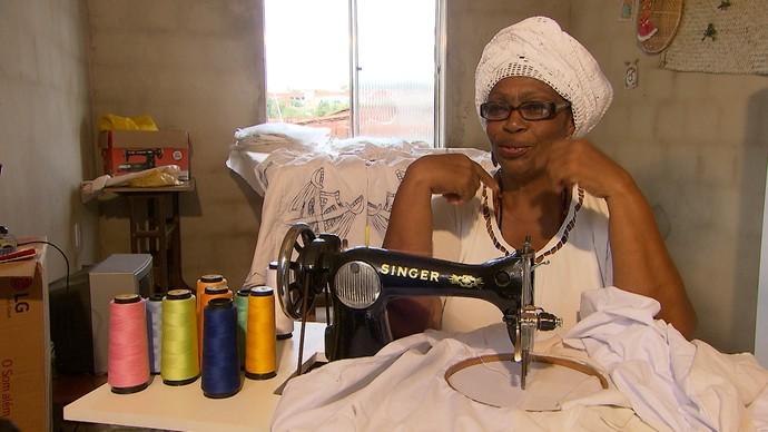 Solange Santana ensina a fazer o belo e raro bordado richelieu (Foto: TV Bahia)