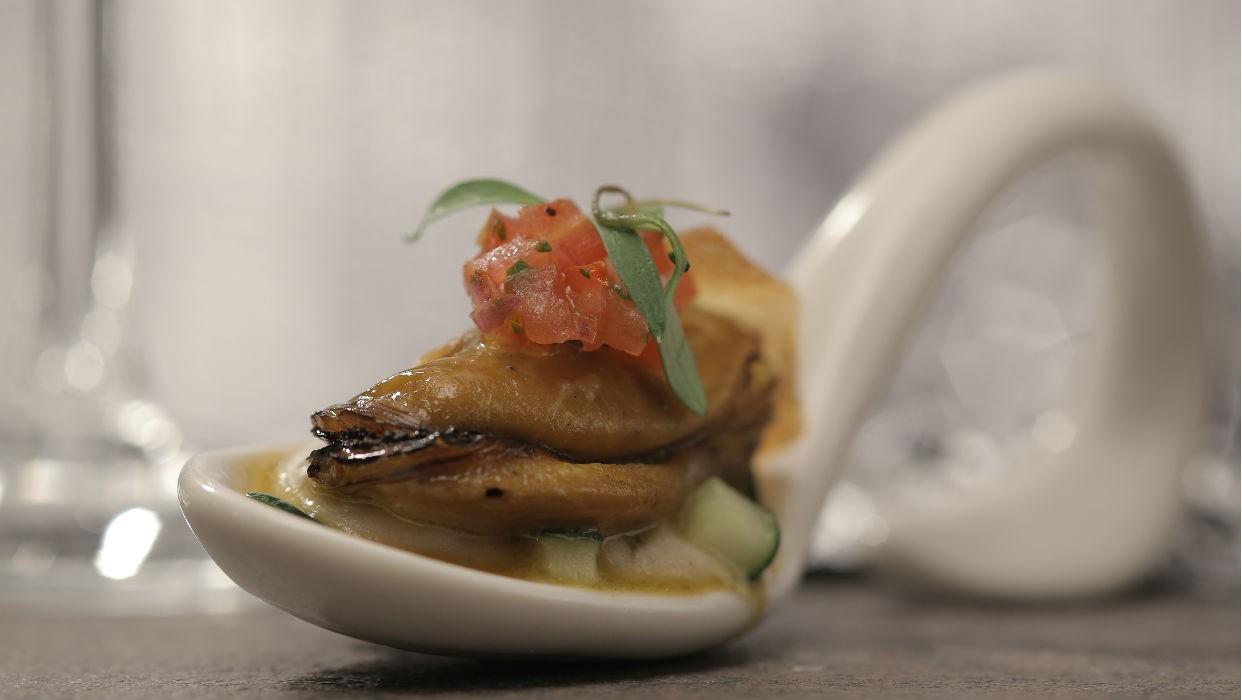 Inhame com picles de pepino e mariscos ao molho de pico de gallo (Foto: GNT)