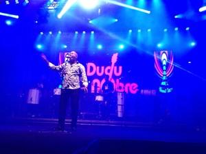 Sambista Dudu Nobre se apresentou (Foto: Kleber Pizzamiglio/RBS TV)