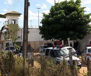 Movimentação foi intensa na porta do presídio durante toda a tarde (Foto: Reprodução TV Sergipe)