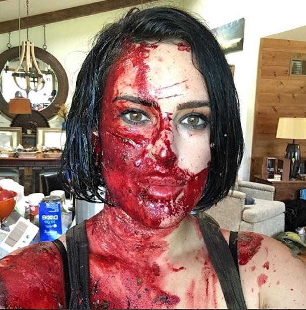 Rumer Willis coberta de sangue falso (Foto: Reprodução)