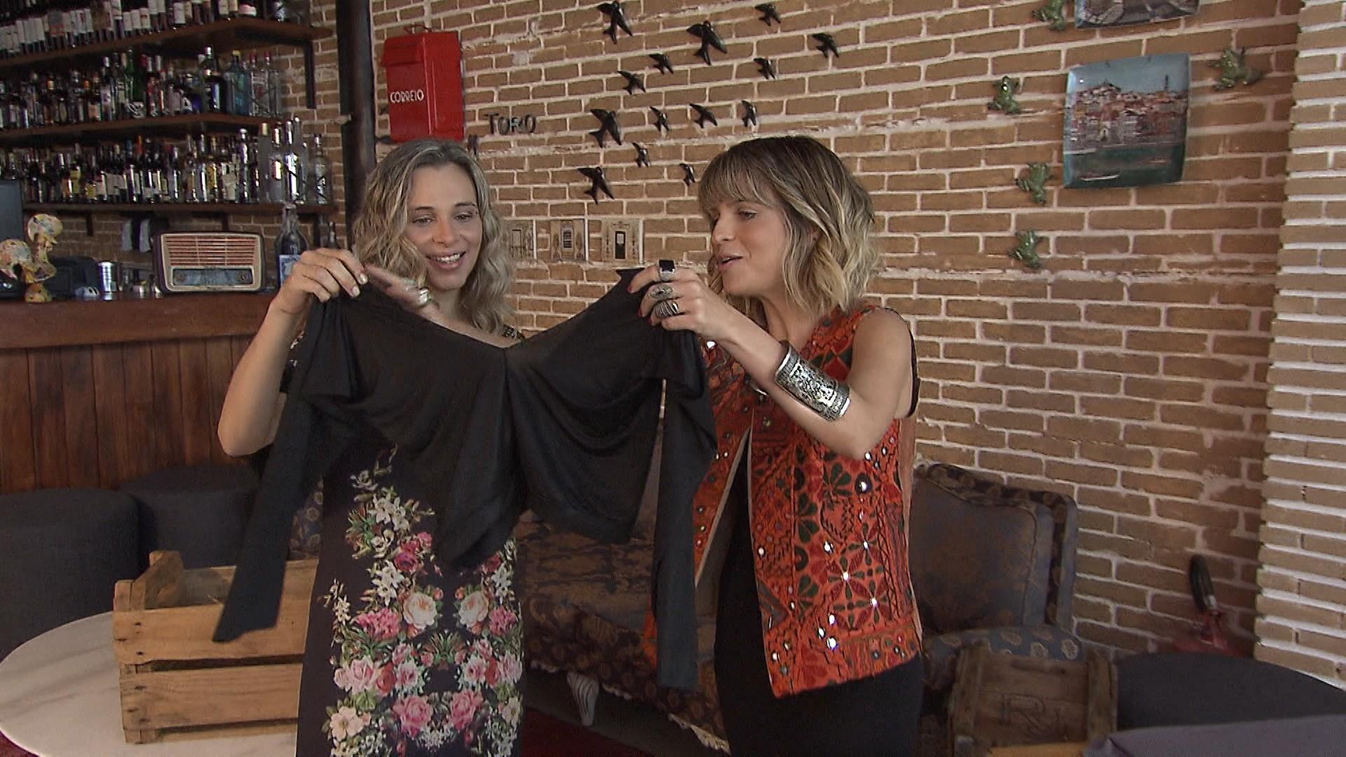 Usando apenas tesoura, estilista Carol Galo transforma legging em cropped (Foto: Divulgação)