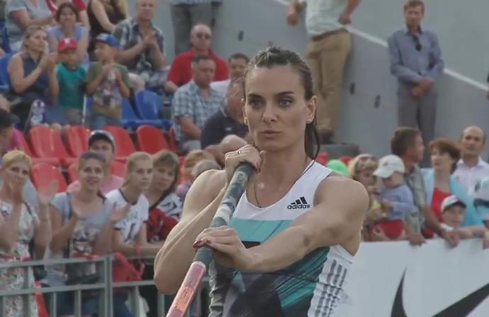 Yelena Isinbayeva durante competição na Rússia , salto com vara, atletismo (Foto: Reprodução)