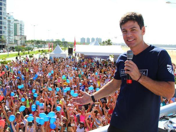 Caminhadas ofereceram orientação nutricional, medição do IMC e da circunferência abdominal, e aulas de ginástica e dança (Foto: Globo)