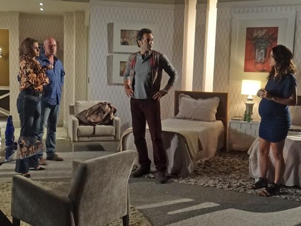 Zyah avisa a Helô que Russo é um homem muito perigoso (Foto: Salve Jorge/TV Globo)