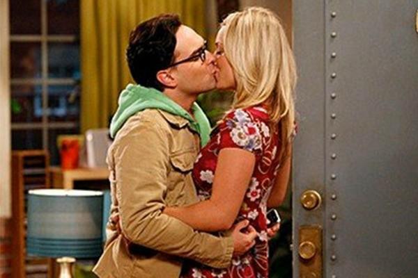 Kaley Cuoco e John Galecki em 'The Big Bang Theory' (Foto: Reprodução)