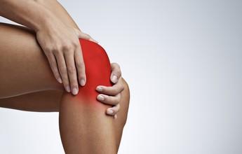 Lesão comum no joelho pode reduzir o desempenho e afastar atleta da corrida
