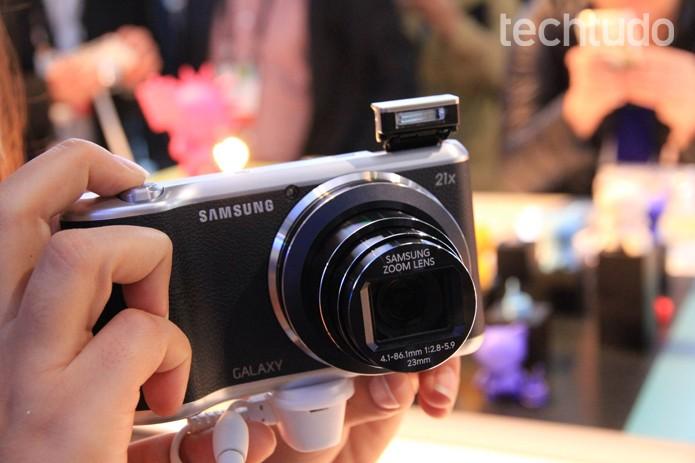 Galaxy Camera 2 mantém o mesmo design do modelo anterior (Foto: Isadora Diaz/TechTudo)