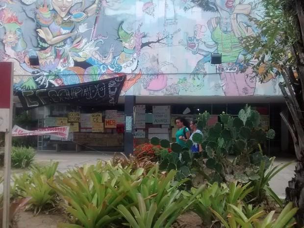 Centro de Educação da UFPE segue ocupado por estudantes contra a PEC do teto de gastos da União (Foto: Cláudia Ferreira/ G1)