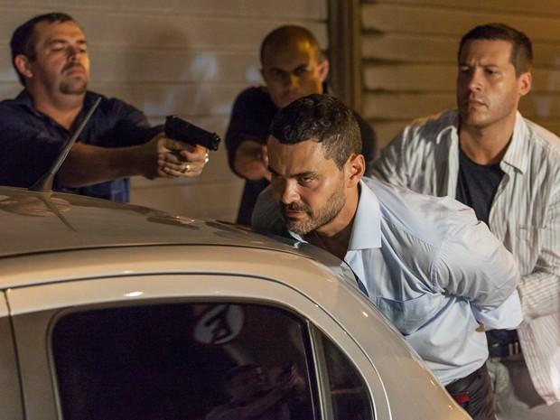Maurílio se dá mal ao tentar matar José Alfredo (Foto: Artur Meninea/ Gshow)