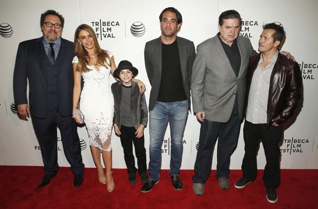 Jon Favreau, Sofia Vergara, Emjay Anthony, Bobby Cannavale, Oliver Platt e John Leguizamo (Foto: Getty Images)