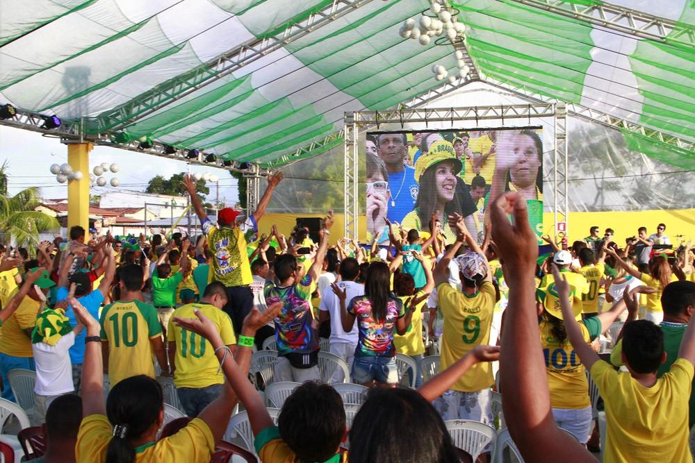 Torcida na Praça (Foto: Kleide Teixeira)