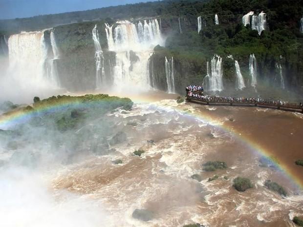 Este domingo (27) foi o dia mais movimentado nas Cataratas do Iguaçu, no Paraná, durante o feriado prolongado de Natal (Foto: Cataratas do Iguaçu S.A. / Divulgação)