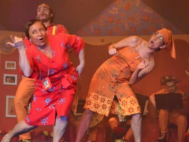 A peça dá continuidade à história do protagonista Júnior (de 'Sambinha' e 'Bossa Novinha') (Foto: Divulgação)