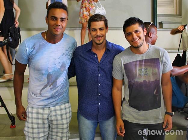Time de galãs posa para as lentes do Gshow (Foto: Em Família/ TV Globo)