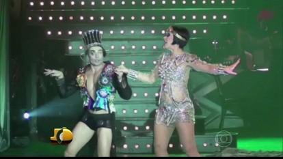 Jô apresenta trecho do espetáculo 'Cabaret', de Cláudia Raia