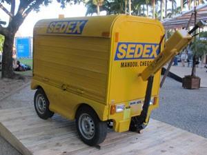 Veículo utilizado por carteiros nos calçadões de Porto Alegre e Curitiba (Foto: Tadeu Meniconi/G1)