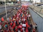 Manifestantes fazem ato a favor da presidente Dilma em Natal